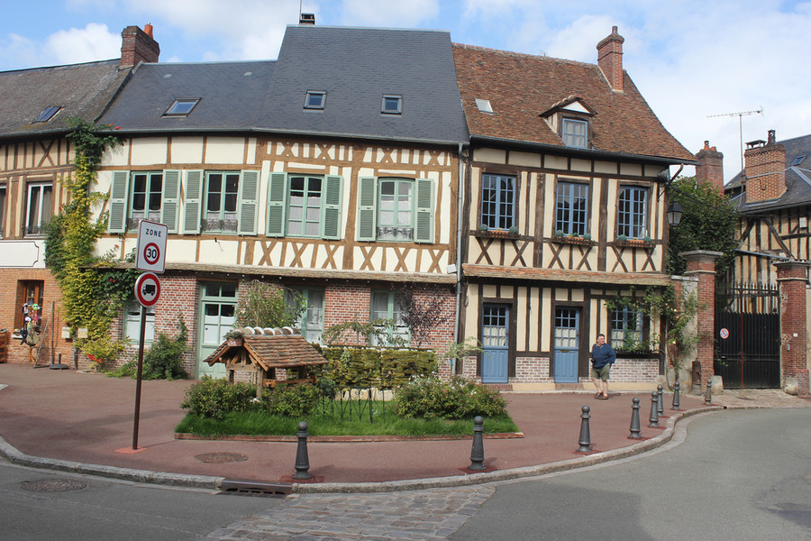 Французский городок Лион-ла-Форет