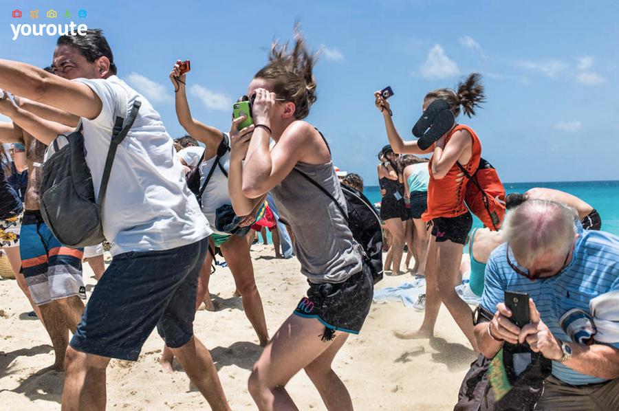 Пляж Махо. Один из самых опасных пляжей в мире.