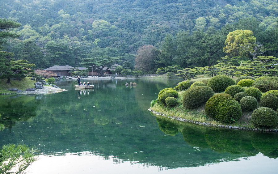 Весна на острове Сикоку, парк Рицурин в Такамацу