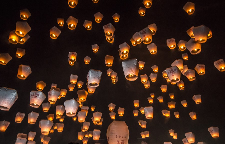Фестиваль небесных фонарей в Пингси