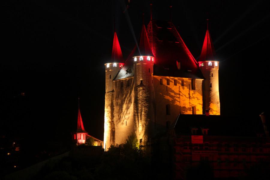 Замок Тун в ночи!