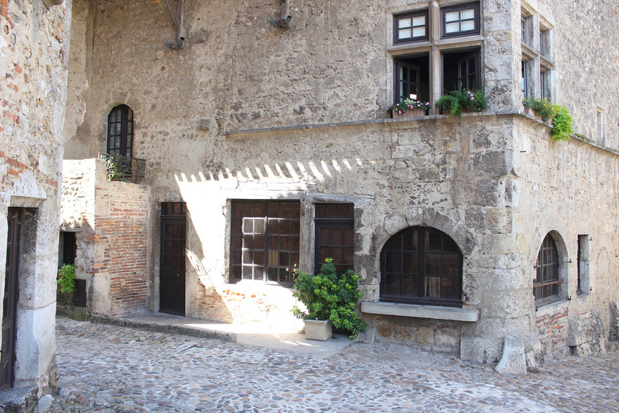 Перуж - атмосфера средневековья
