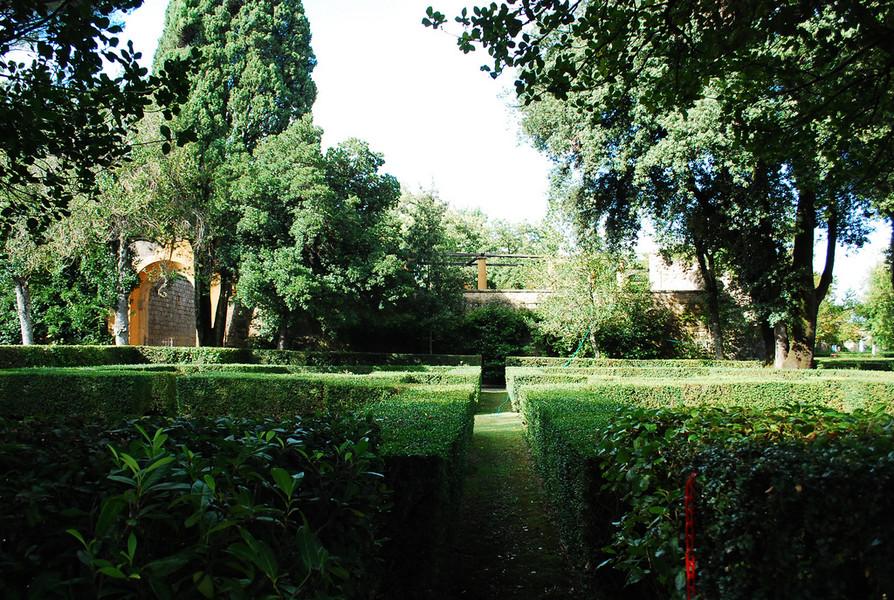 Вилла Фарнезе - усадьба кардинала Алессандро Фарнезе в Капрарола