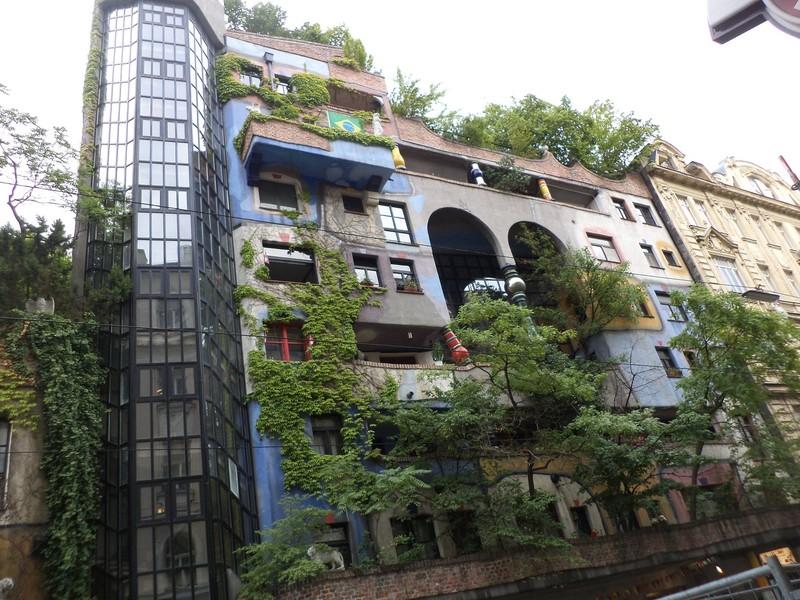 Необычный Дом Хундертвассера в Вене