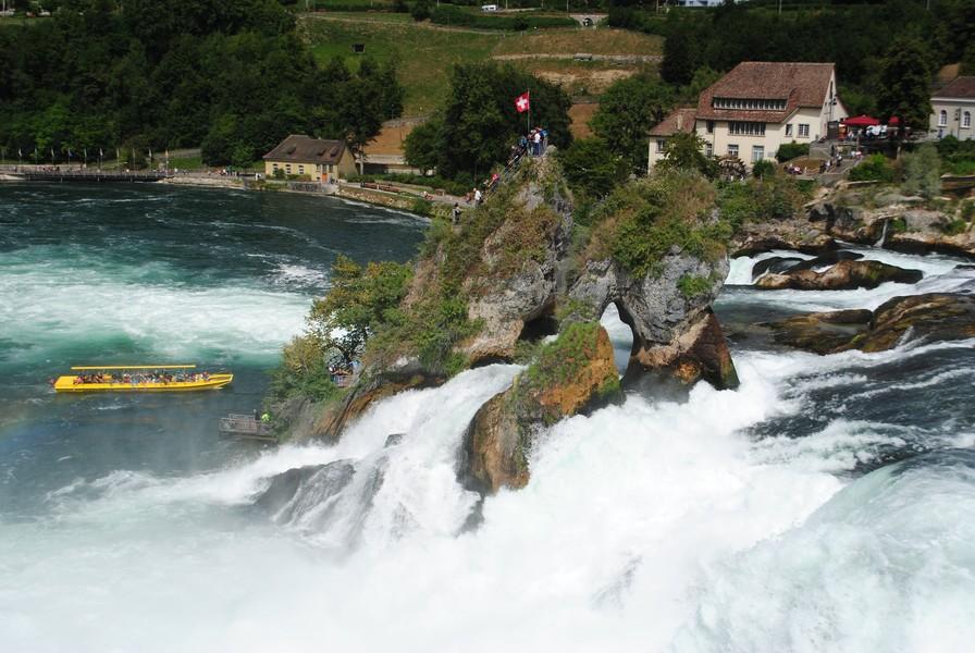 Швейцария. Впечатляющий Рейнский водопад :-)