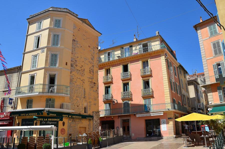 Красивый французский город Йер