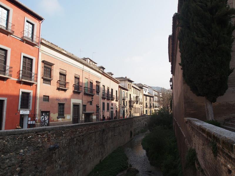 Уличный колорит Гранады. Архитектура и настенная живопись города