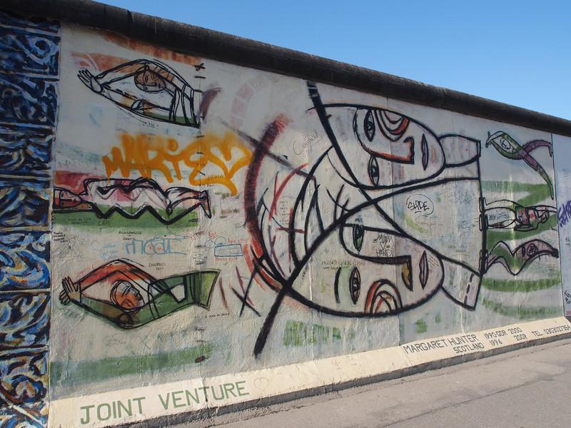 Вот так сейчас выглядят остатки Берлинской стены