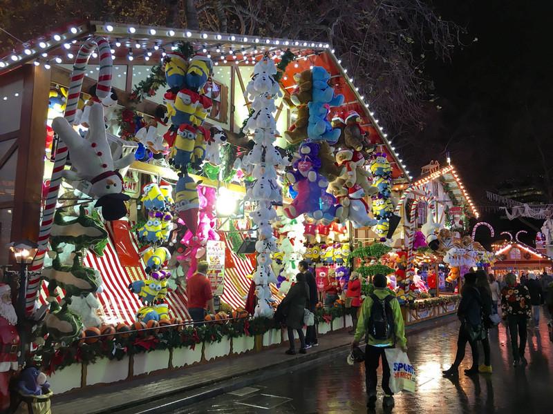 Рождественская ярмарка на Лестер-сквер в Лондоне