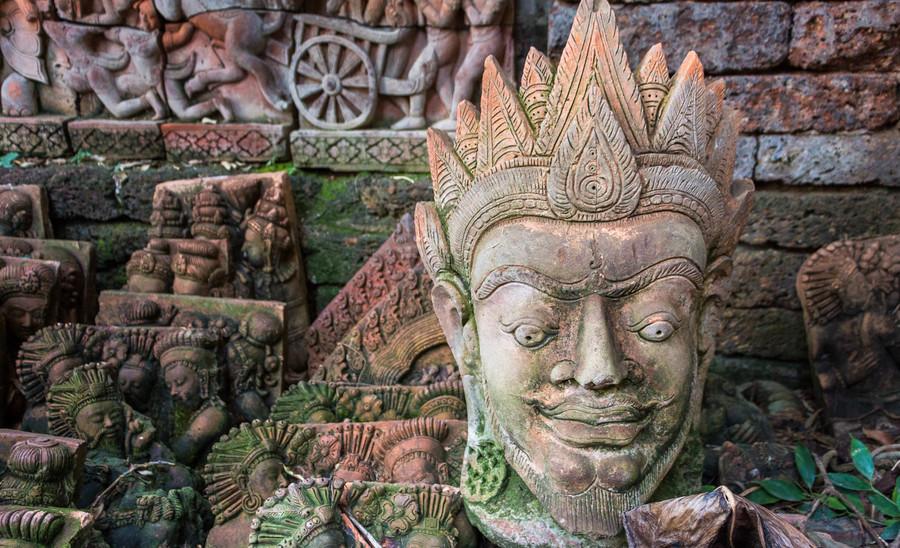 Скрытый сад терракотовых скульптур в Чианг-Мае