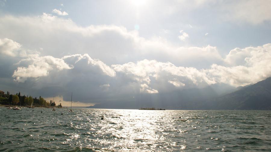 Наго-Торболе - маленький городок на побережье озера Гарда