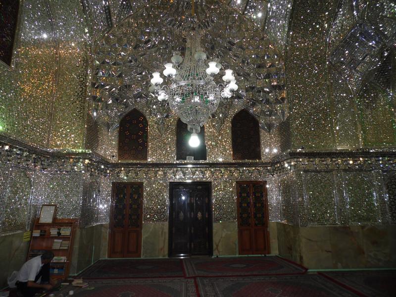 Зеркальная мечеть-мавзолей Шах-Черах в иранском городе Шираз