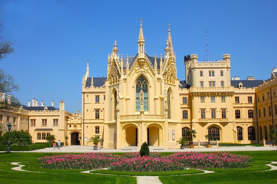 Замок Леднице в Южной Моравии