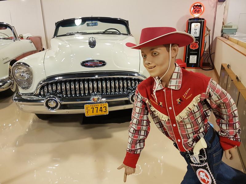 Автомобильный музей Dick's Classic Garage