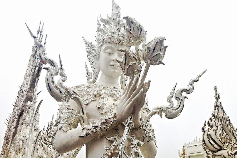 Белый храм Храм Ват Ронг Кхун