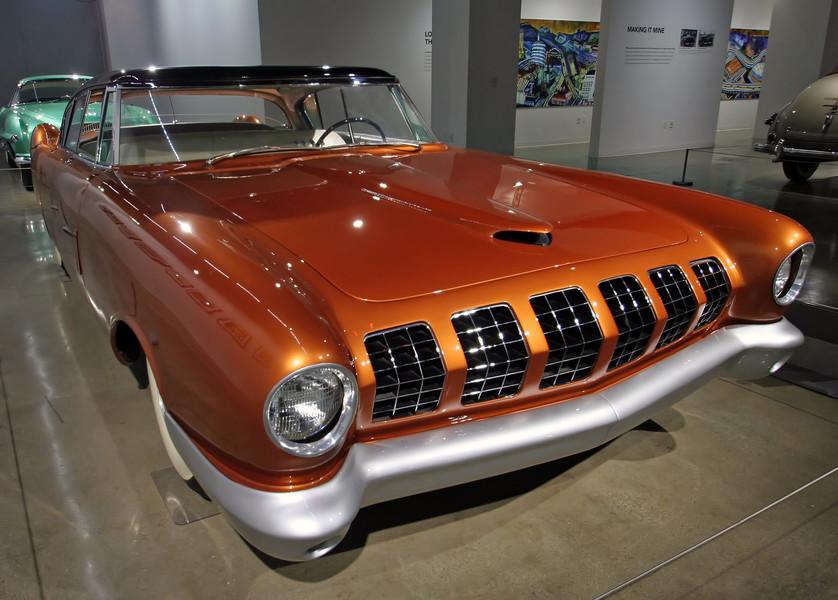 Автомобильный музей Петерсена