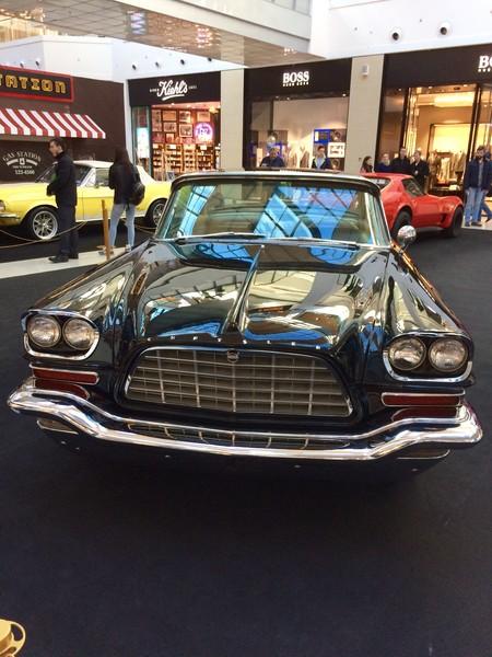 Первая Выставка ретро авто в ТЦ Метрополис