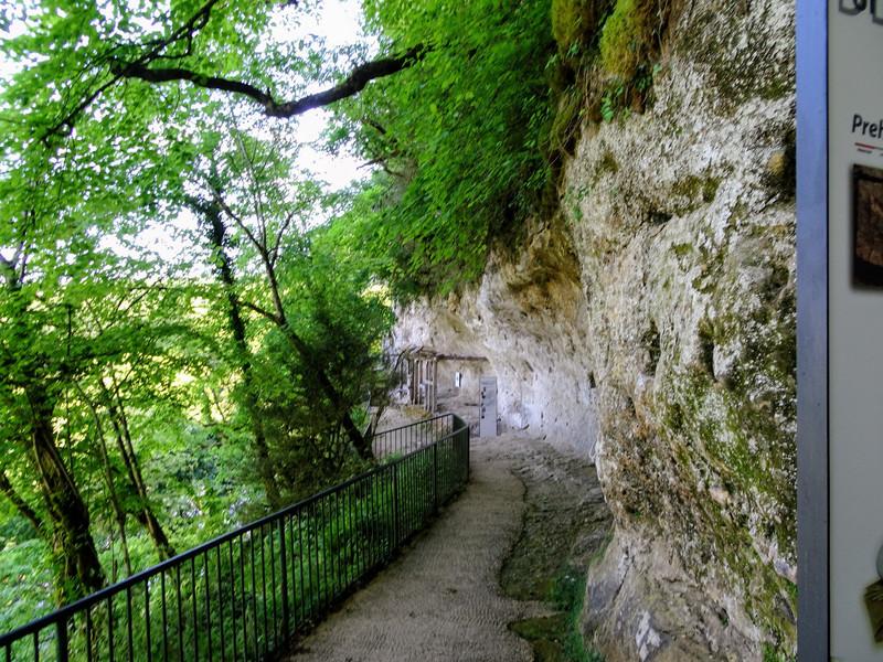 Осмотр пещерного города Ля Рок Сент-Кристоф
