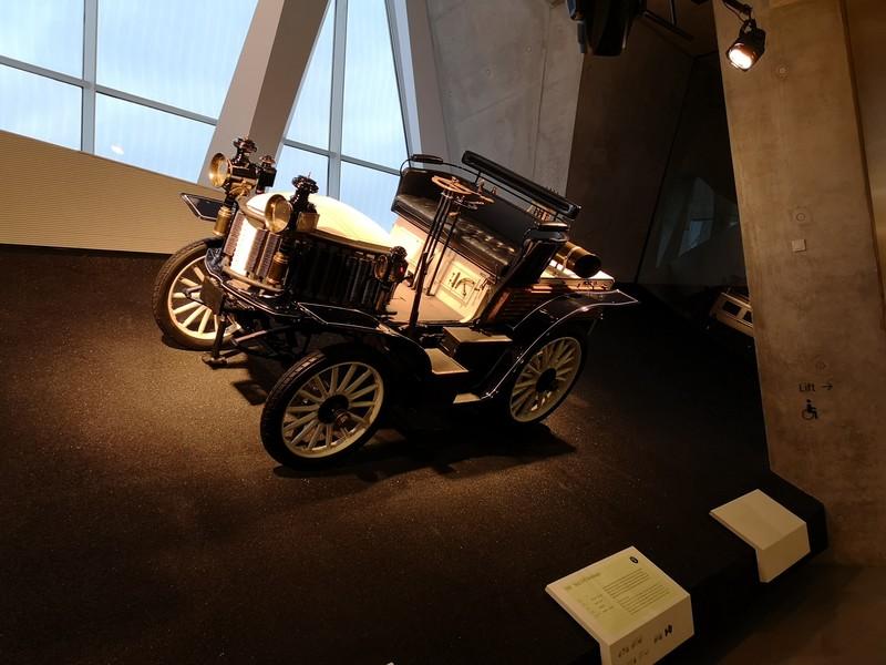 Музей Мерседес в Штутгарте