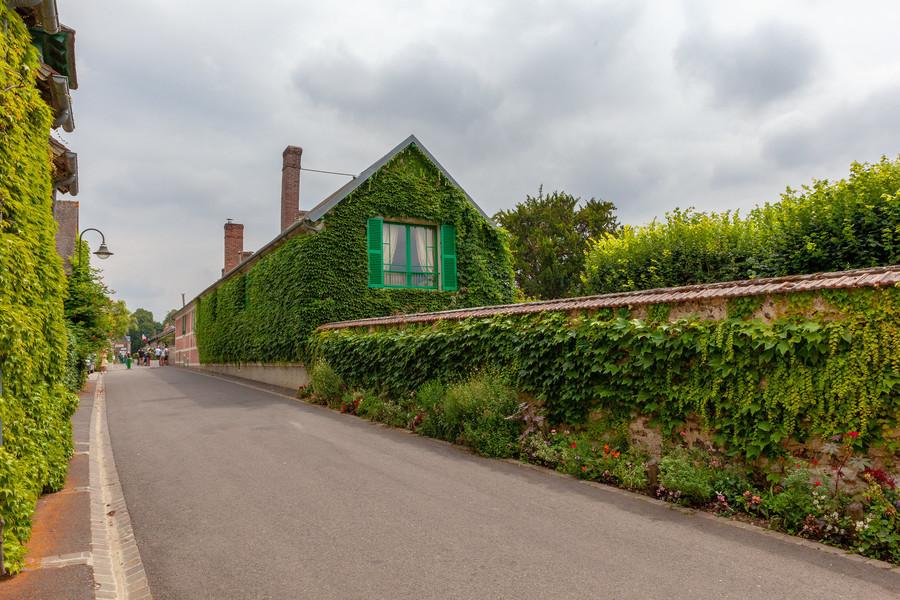 Живописная французская деревня Живерни