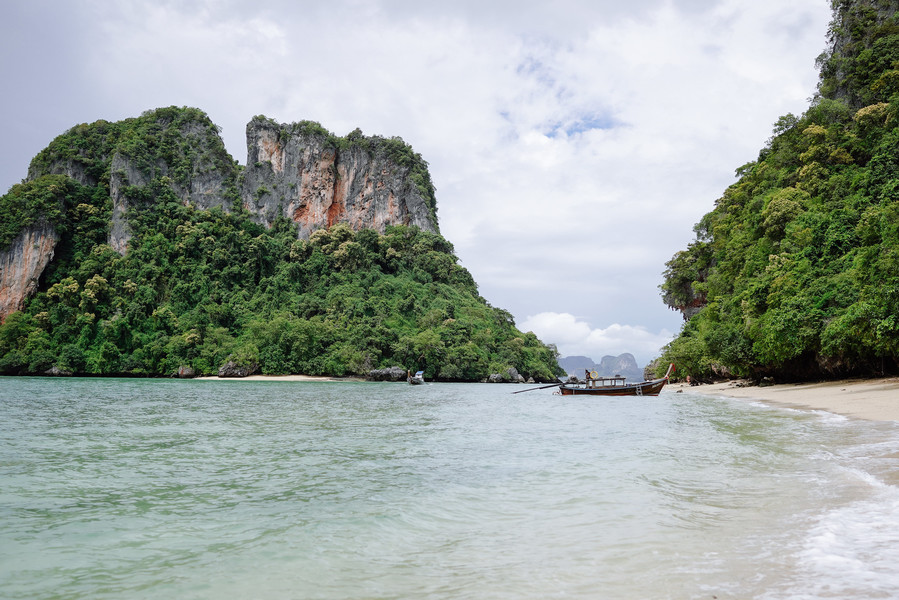 Пляж Пелай на острове Хонг