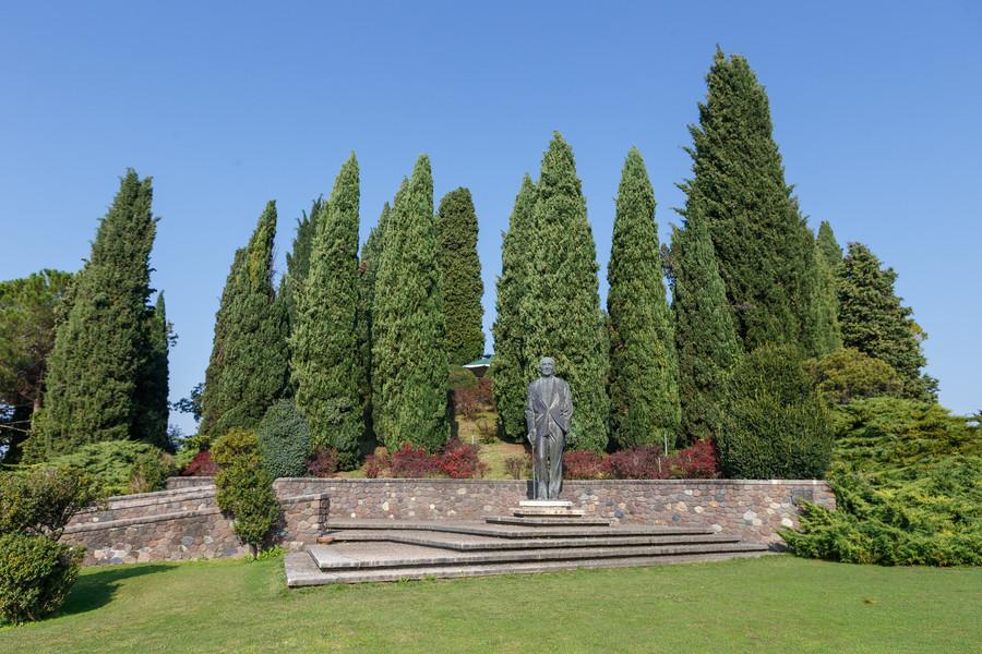 Ботанический парк Сигурта в итальянском городе Пескьера дель Гарда