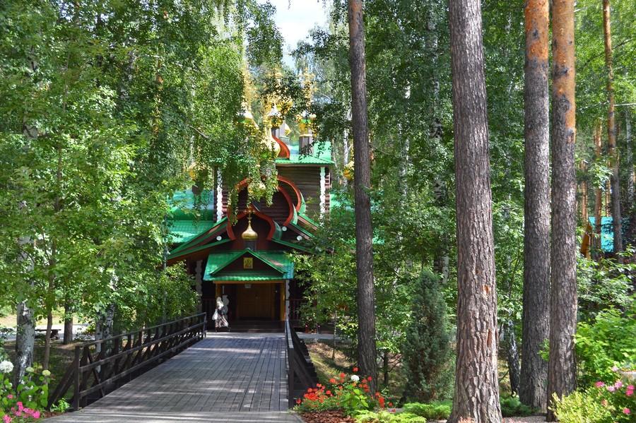 Мужской монастырь во имя Святых царственных Страстотерпцев в урочище Ганина яма