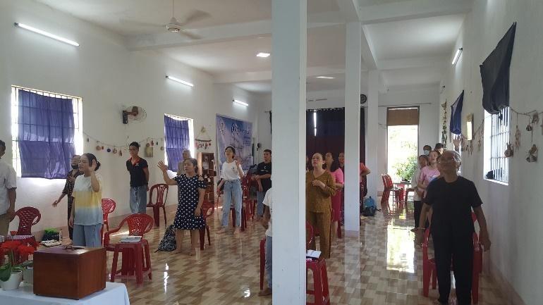 Tại Hội thánh Quảng Ngãi có 32 người nhóm lại.