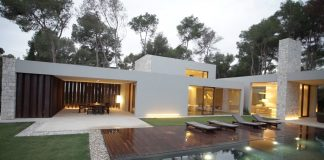 Casa-El-Bosque-is-a-house-flanked-with-stone-walls-facing-a-Spanish-forest