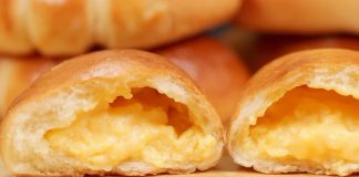 The-Best-Cream-Pan-with-Custard-Filling-Recipe-Japanese-Sweet-Buns-with-Pastry-Cream