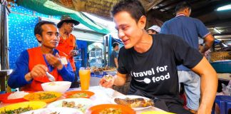 Lao-Street-Food-GIANT-STICKY-RICE-Feast-and-Stuffed-Chili-Fish-in-Vientiane-Laos