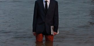 Nicholas-Bennett-designs-flood-proof-commuter-suit-for-rising-sea-levels